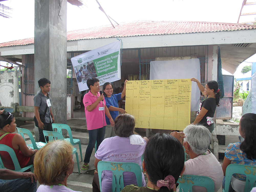 Barangay volunteers of Brgy Bislig, an urban poor and fishing community in Tanauan, presented to the plenary their groups' report from the Pagbabalik-Tanaw workshop.